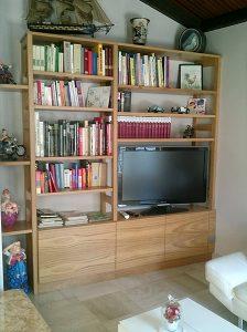 Bibliothéque, avec espace tv.